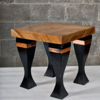 Table d'appoint suar et pattes de métal - suar and metal legs corner table