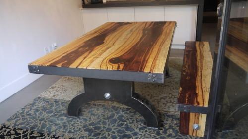 Table à dîner bois exotique tamarin et métal – Exotic tamarin wood and metal dining table