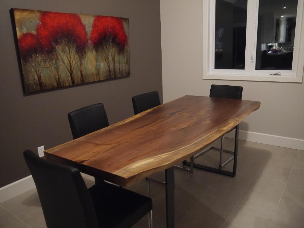 Table dîner noyer noir organique et métal